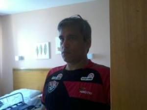 Cleber Eduardo vestindo a camisa do Vitória