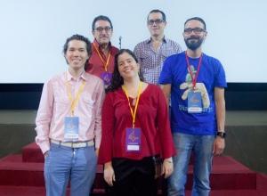 Atrás, da esq: Antonio Carlos Egyto e Marcelo Lira. Frente, da esq: Michel Toronaga, Amanda Aouad, Fernando Oriente (Foto: Junior Aragão)