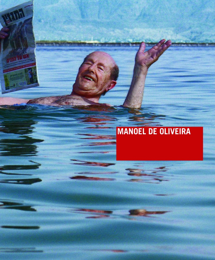 "Capa do livro ""Manoel de Oliveira"" (Editora Cosac Naify). Foto: Jean-Paul Toraille (Manoel de Oliveira no Mar Morto, durante as filmagens de ""O Espelho Mágico"", 2005)"