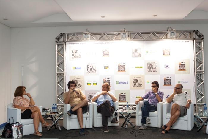 Da esq para dir: Maria do Rosário Caetano,  Júlio Cavani, Amin Stepple, Luiz Joaquim e Luiz Zanin. Crédito: Daniela Nader.