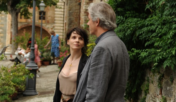 "Binoche e Shimel em cena de ""Cópia Fiel"" (2010)"
