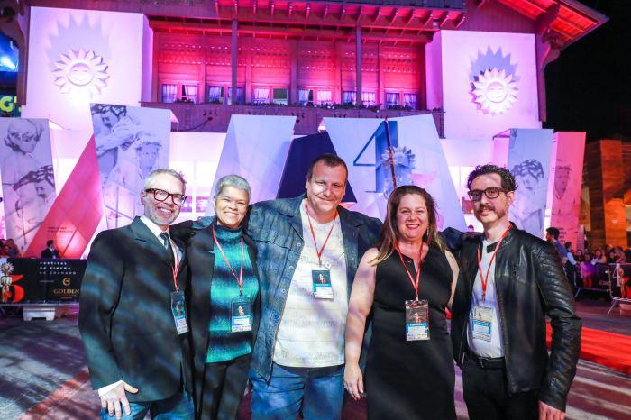 Da esquerda para a a direita: Danilo FAntinel, Suyene Correia, Cristiano Aquino, Cecilia Barroso e Juan Pablo Cinelli! Crédito: Cleiton Thiele.